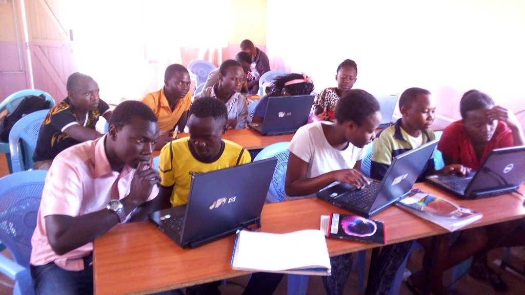 Without IT qualifications, young people in Africa have little chance of finding a qualified job.